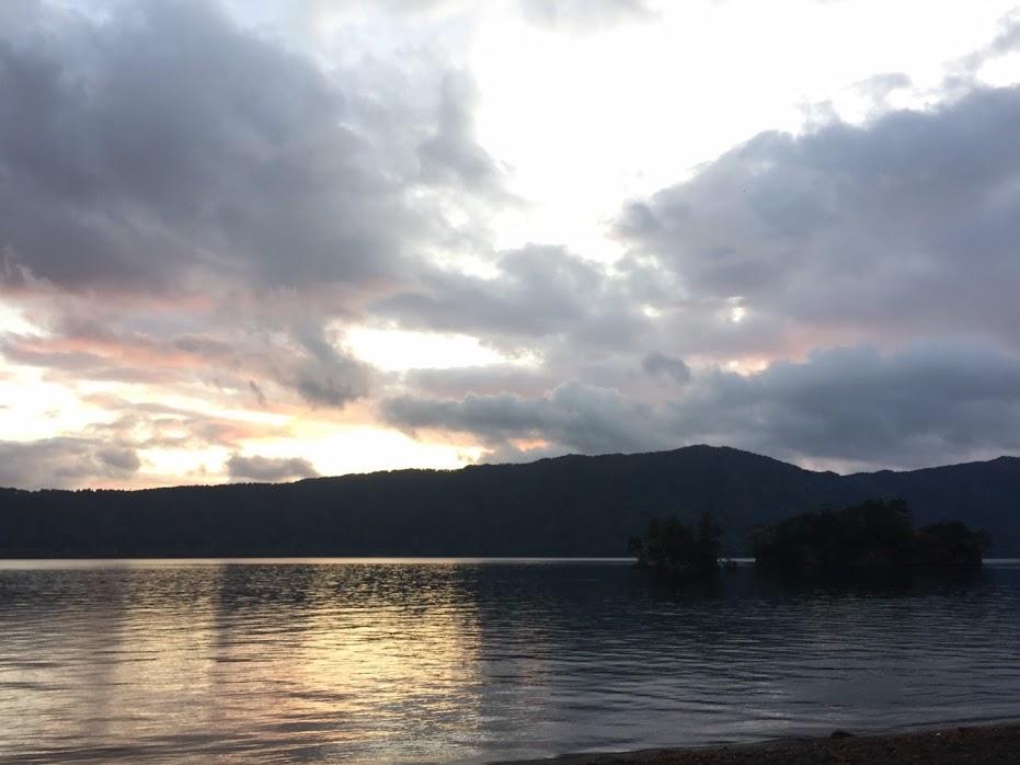 夕方の十和田湖