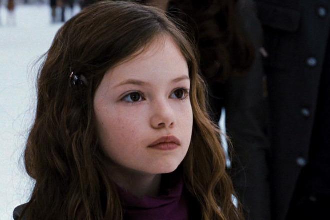 Вспомнить все: показываем, как сейчас выглядит дочь Эдварда и Беллы из «Сумерек»