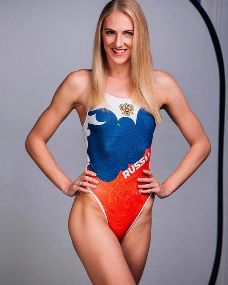 Пятикратная олимпийская чемпионка по синхронному плаванию исполнила программу в ванне