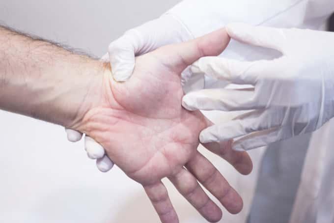 hand examination for wrist pain