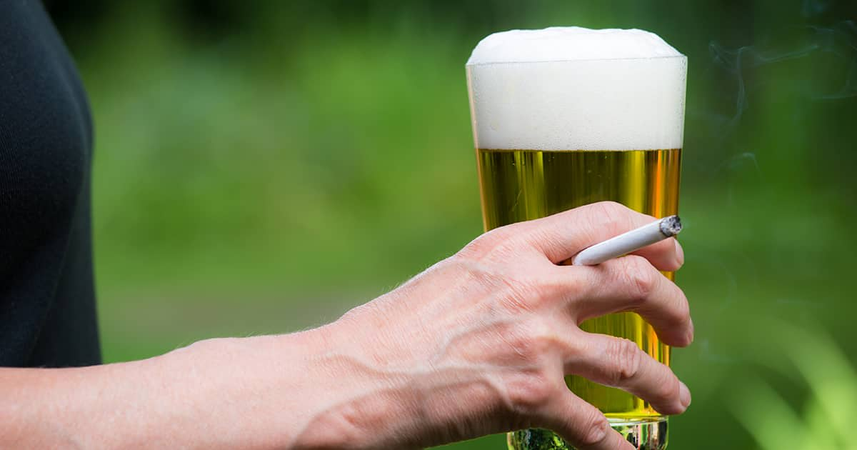 hand holding beer