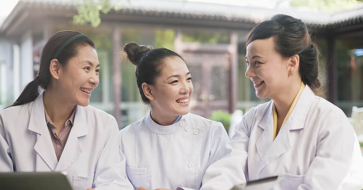 chinese tcm physicians talking