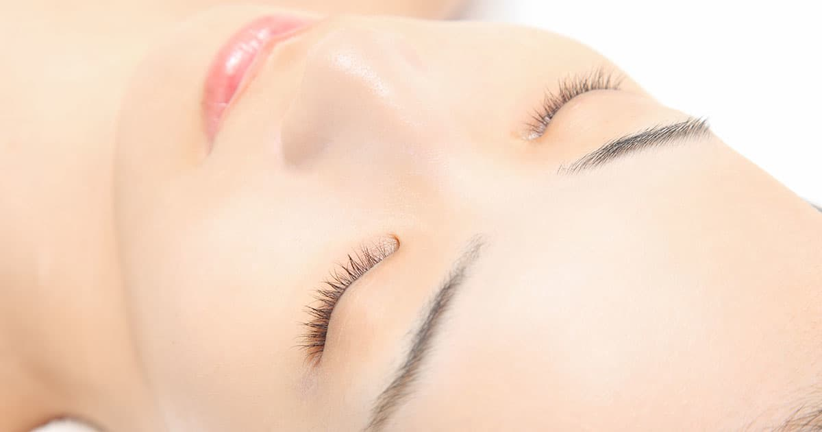 woman with sparse lashes