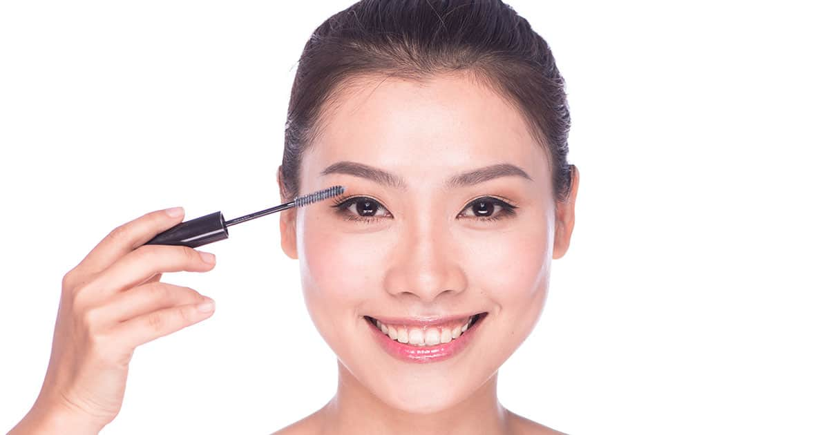 Stimulating Eyelash Growth: A Doctor Discusses Various Methods undefined
