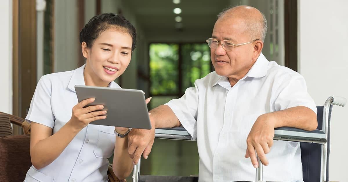 elderly-man-nurse-acp-discussion