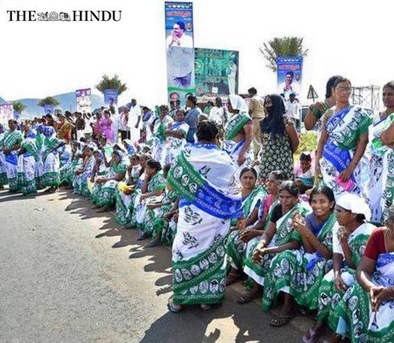 Huge gathering welcomes Jagan as he enters Krishna district