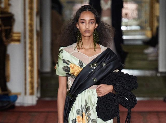 Показ Simone Rocha на Неделе моды в Лондоне