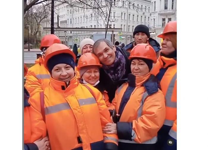 """Алибасов пристаёт к коммунальщикам на улице Москвы: """"В какой малине оказался"""""""