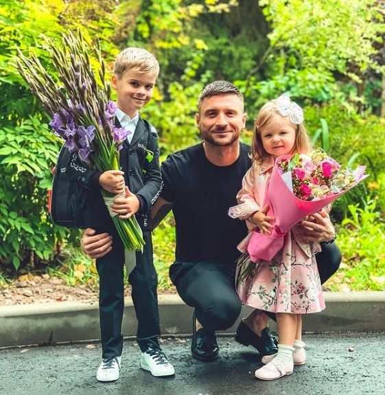 Сергей Лазарев поздравил россиян с Днем отца публикацией трогательного фото с детьми