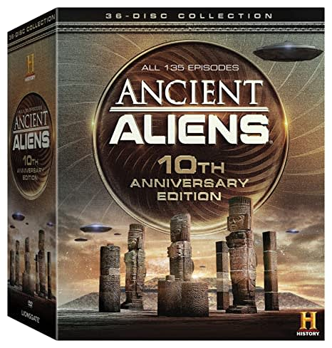 Ancient Aliens 10th Anniversary Edition Giftset [DVD]