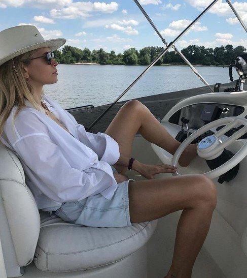 Брежнева на роскошной яхте похвасталась идеальным днем
