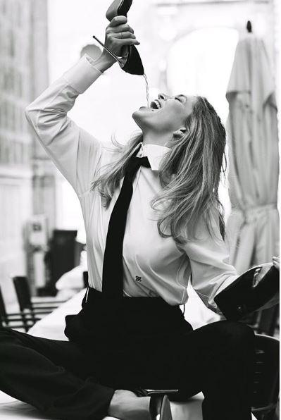 """""""Фууу, что за..."""" - пьяная Вера Брежнева пила шампанское из собственной туфли, кадры"""