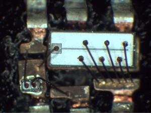 Wire bonds on top of MOSFET