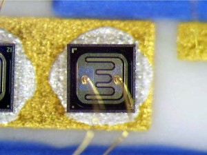 transistor with base to emitter contacts