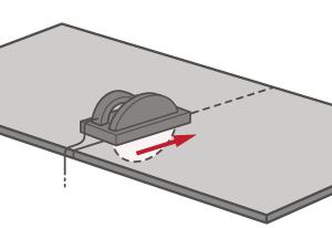 Vergewissern Sie sich, dass die Maße deutlich markiert sind, und folgen Sie ihnen beim Schneiden, um eine glatte Oberkante für eine dezente Verbindung zu erhalten.