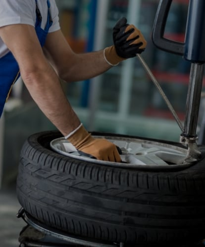 <h2> Experienced equipped &amp; professional</h2> <p> One of the largest stocks available for car, commercial, plant, agricultural and industrial tyres.</p>