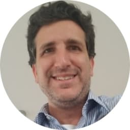 Mauricio Headshot