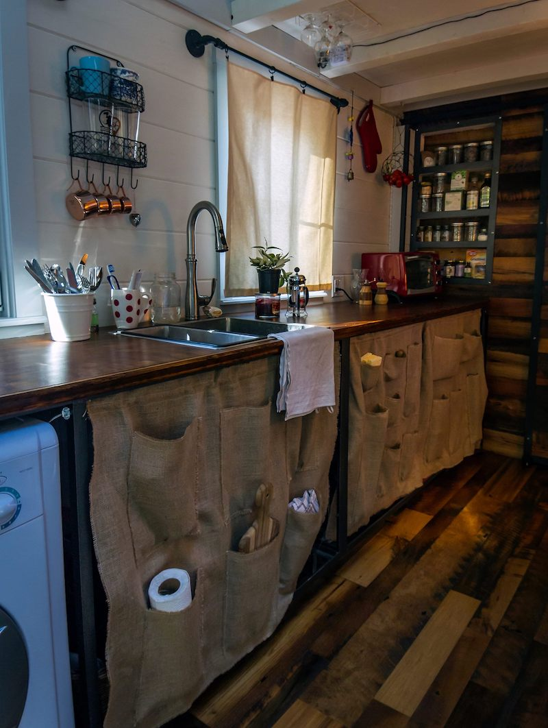 tiny house simple living