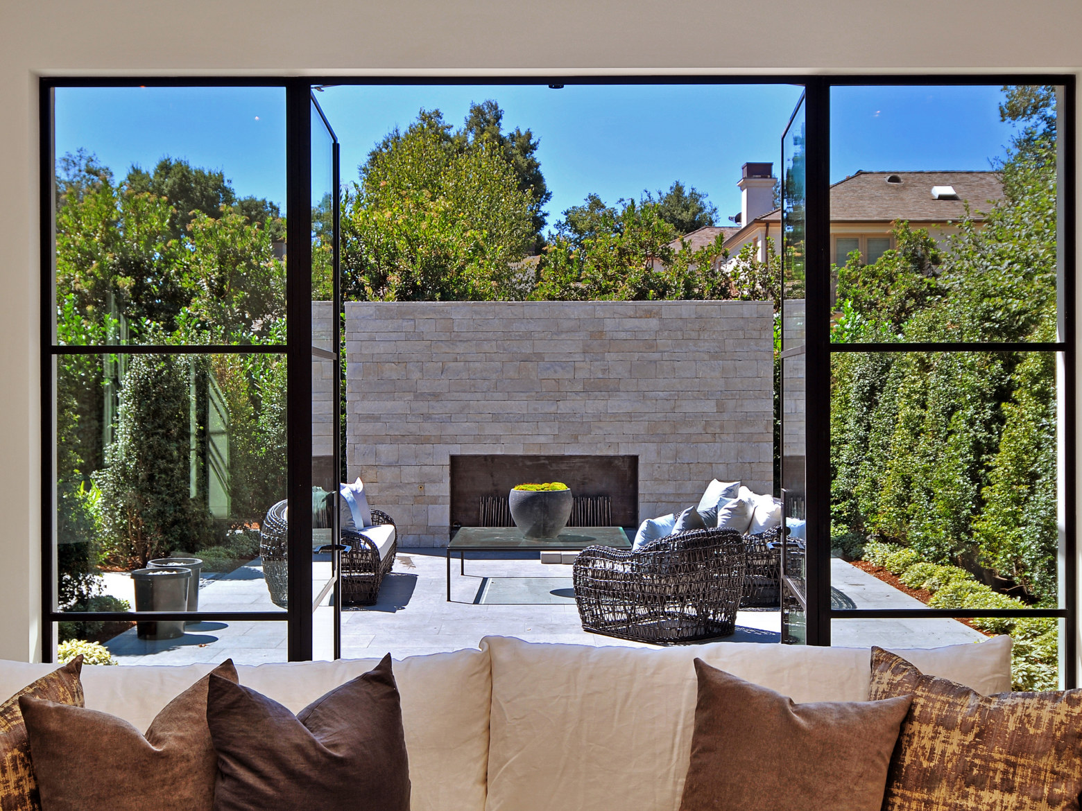 Celebrity Homes: Actress Meridith Baer's Exquisite Los