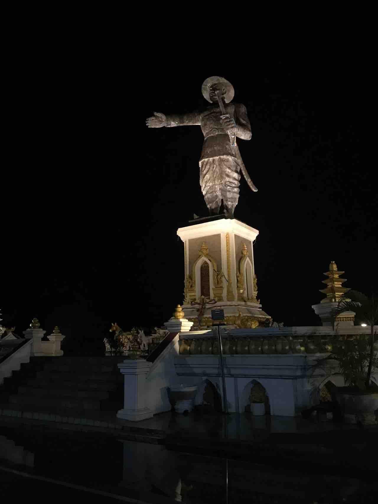 promenade le long du Mékong à Vientiane