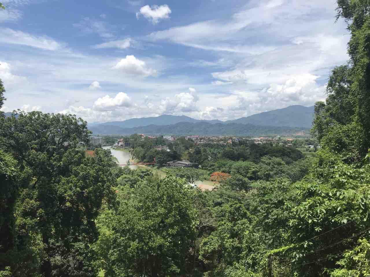 vue de la grotte Tham Chang à Vang Vieng