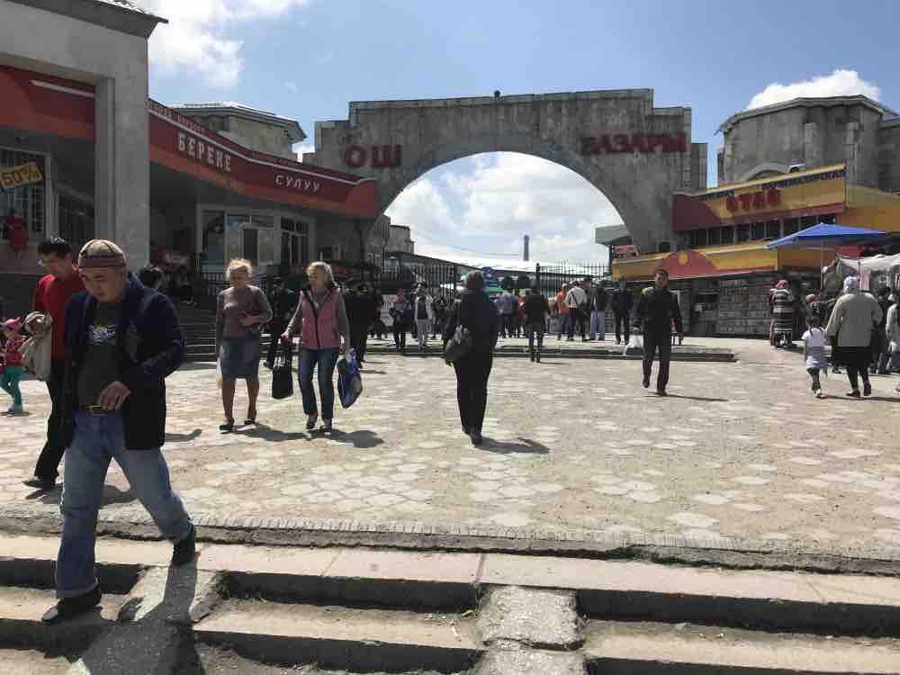 grand marché loch bazar à bichkek au Kirghizistan