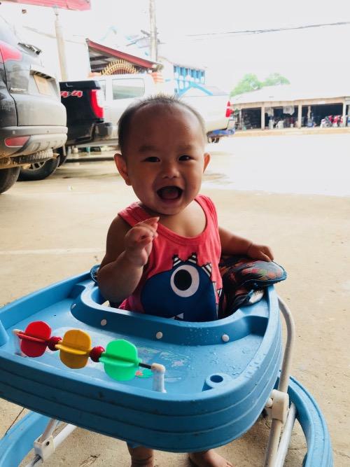 enfant à laksao au laos