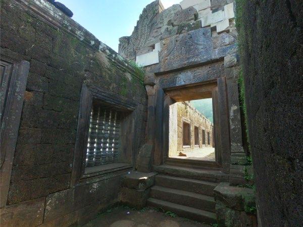 intérieur du temple de vat phou