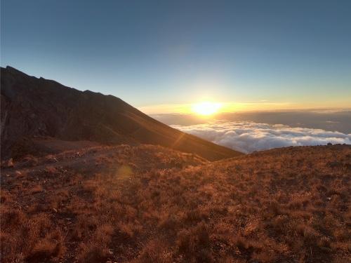 coucher de soleil Mont Meru en tanzanie