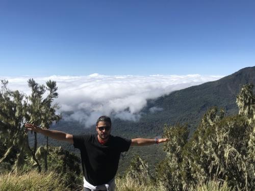 trek dans les montagnes au Mont Meru