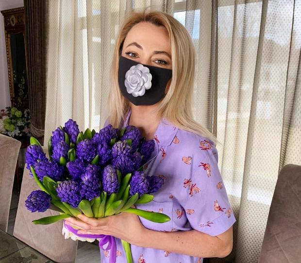 Стильная защита от коронавируса: какие маски выбирают знаменитости во время карантина