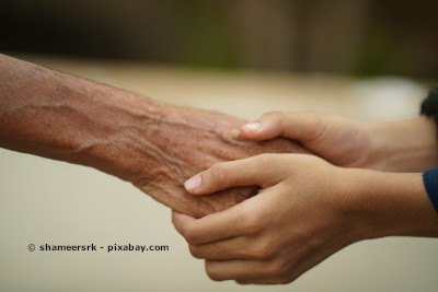 Damit die Krebserkrankung nicht zur Kostenfalle wird, können Krebsversicherungen bei der monetären Entlastung des Betroffenen und der Angehörigen helfen.
