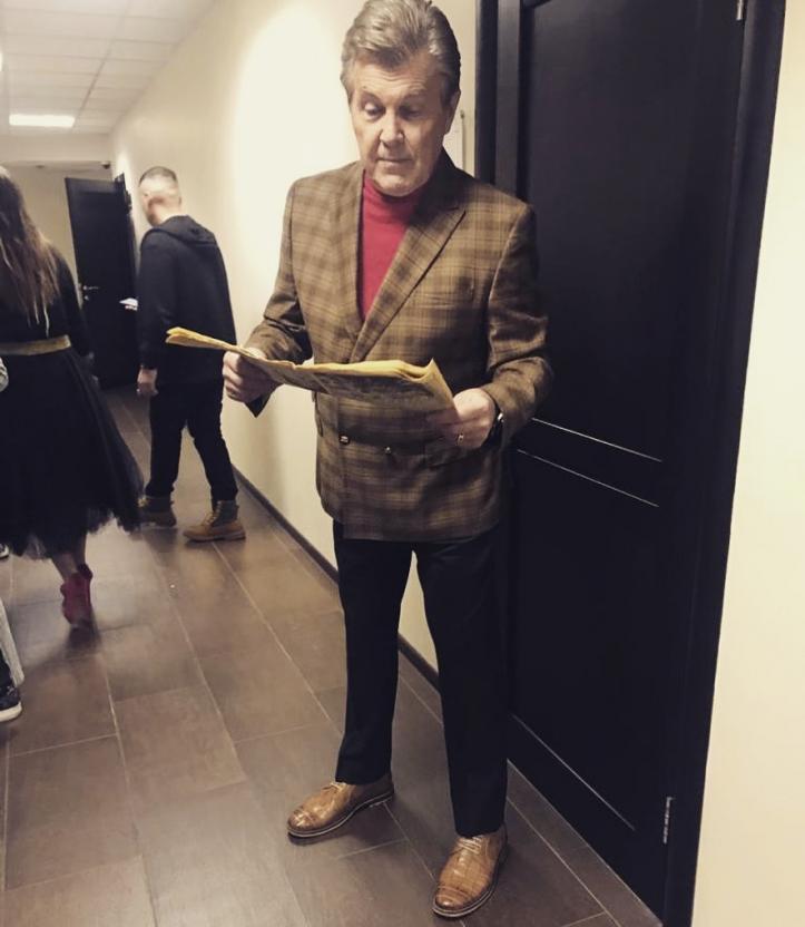 Заразившегося коронавирусом Льва Лещенко вернули из реанимации в обычную палату