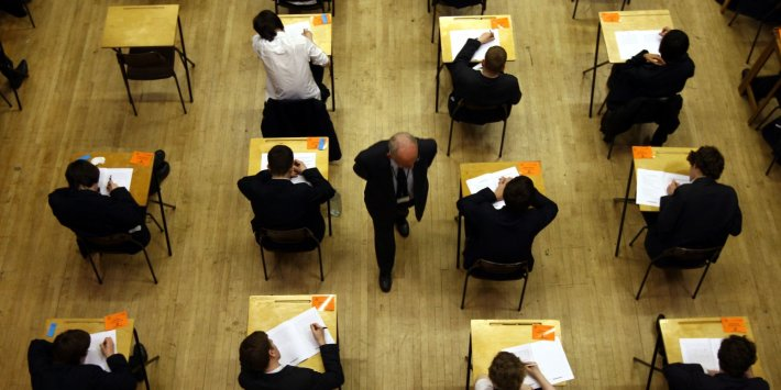 Unutulan Bağımsız Öğrenciler, Sınavları İptal Ettikten Sonra Gavin Williamson'ı 'Gelecekleriyle Oynamakla' Suçladı