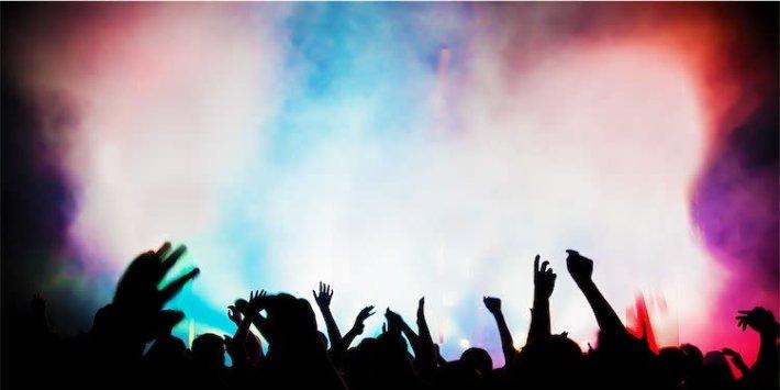 Boris Johnson, İnsanların Gece Kulüplerine ve Tiyatrolarına Girmek İçin Hızlı Kovid Testlerine İhtiyaç Duyabileceğini Söyledi