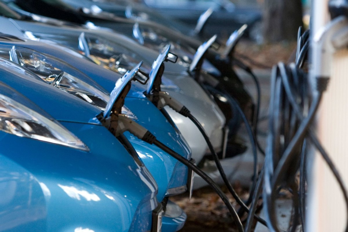 UK must lead in battery and fuel cell technology or risk losing its automotive industry