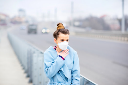 woman wearing mask in air pollution