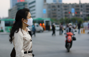 woman wearing air pollution mask