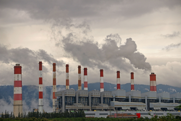smoke and sulfur dioxide from power plant