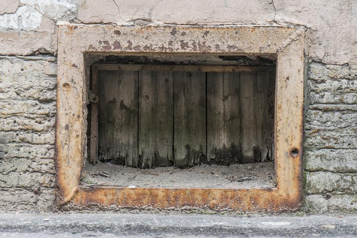 crawl space entrance