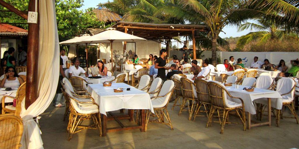 romantic-restaurant-thalassa-in-goa