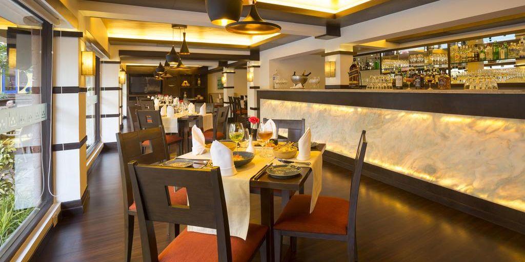vegas-in-deltan-suites-restaurant-goa