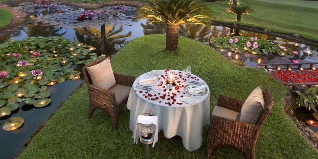 romnatic-club-beach-leela-restaurants-in-goa