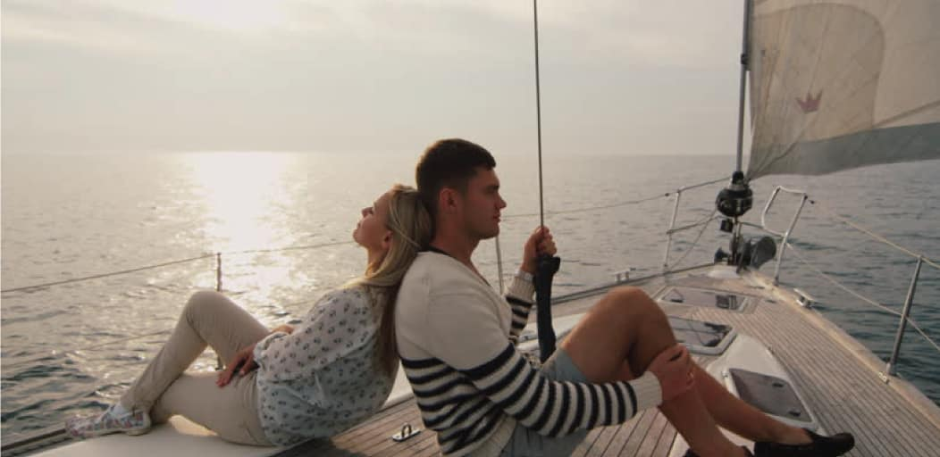 how to surprise your boyfriend on Valentine's Day - go sailing