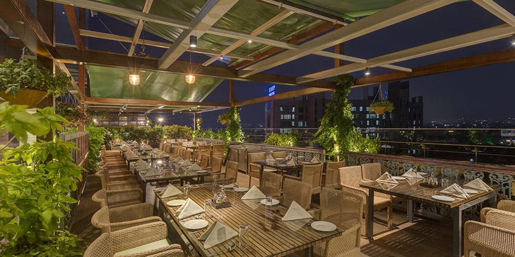 romantic places in Pune - world of veg