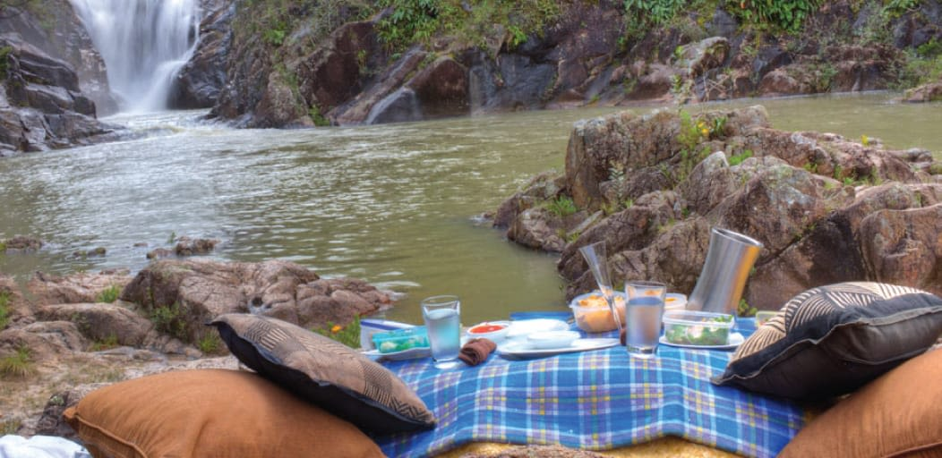 places to visit in Munnar in 1 day - romantic picnic near the waterfalls