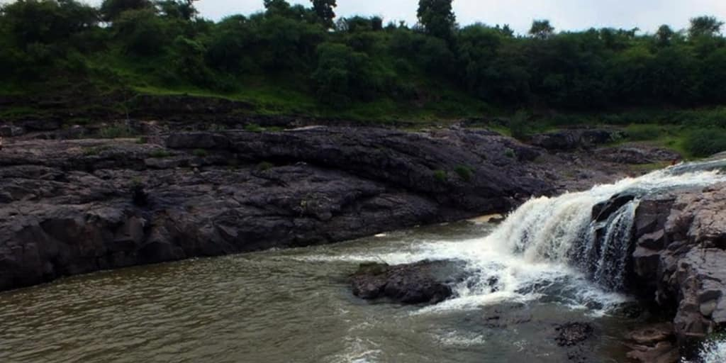Places to visit near Ahmedabad within 50 Kms-zansari waterfall