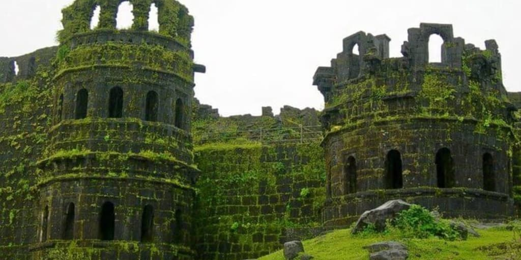 laces to visit near Mumbai for 2 days-Raigad Fort