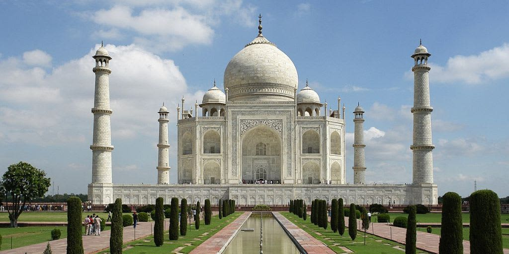 places to visit near Delhi on the weekend- Taj mahal agra