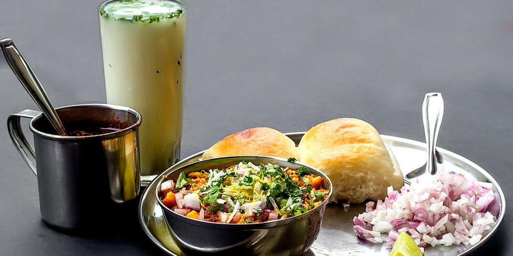 street food in Pune-Misal Pav